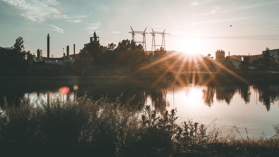 Od czego zależą koszty energii elektrycznej dla firmy?